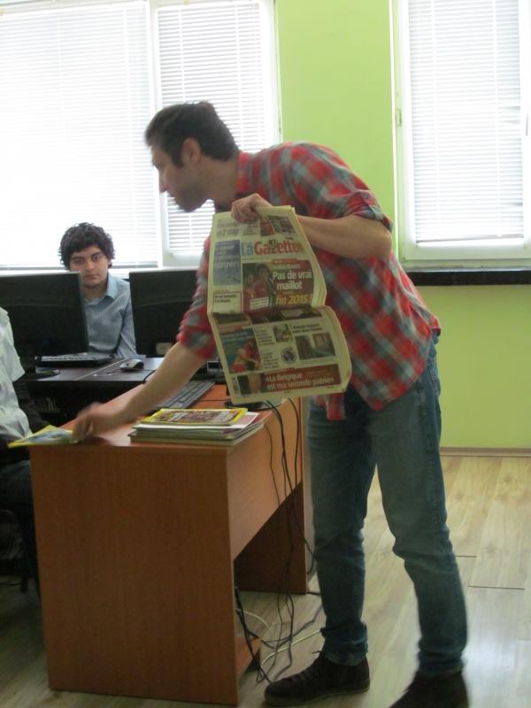 """Открит урок в ПТГ – Варна на тема """"Създаване на корица за списание"""""""